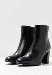 Unisa - UGO - Kotníková obuv na vysokém podpatku - black - 4