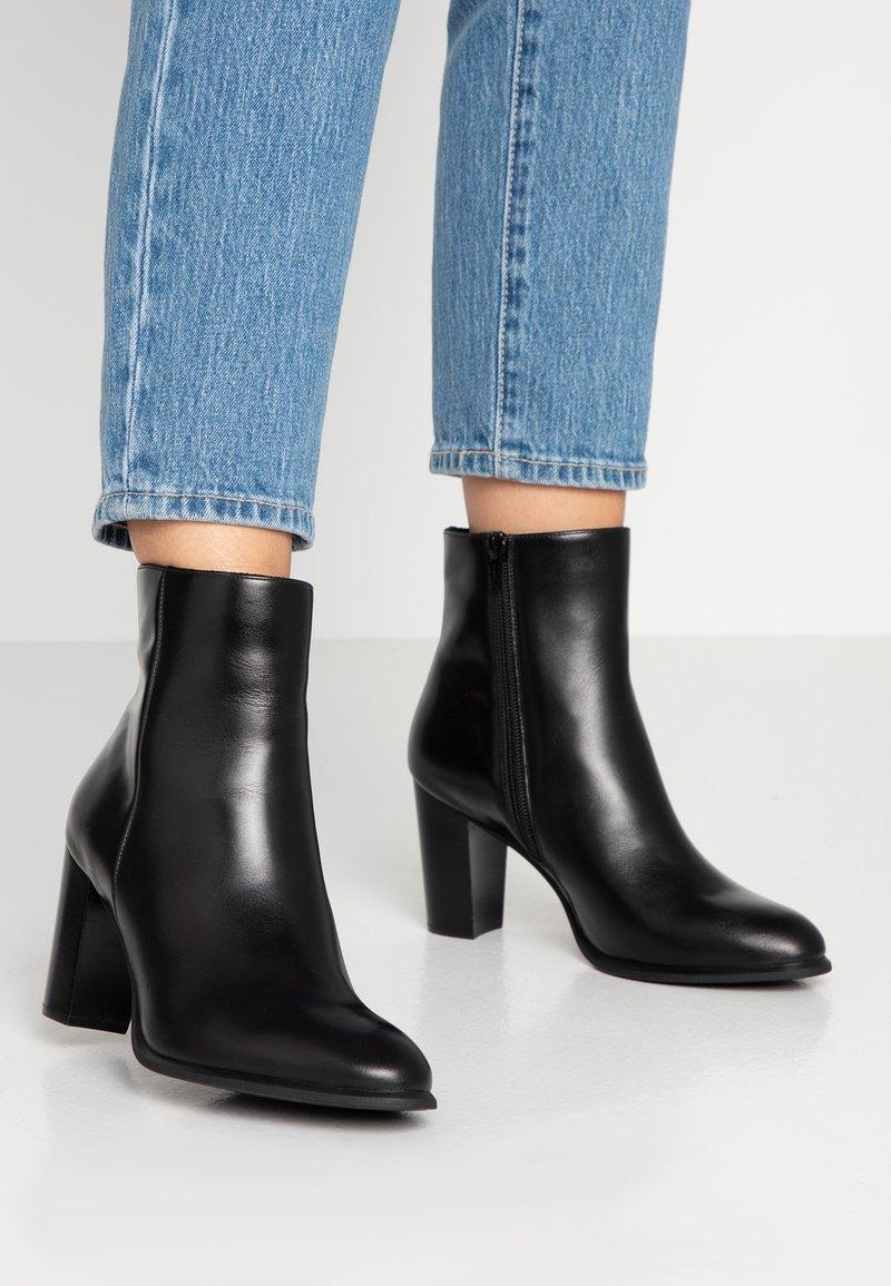 Unisa - UGO - Kotníková obuv na vysokém podpatku - black