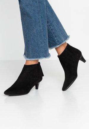 JUDIT - Boots à talons - black
