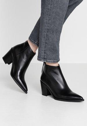 MIRTE - Kotníková obuv - black