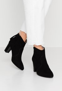 Unisa - NARELA - Kotníková obuv - black - 0