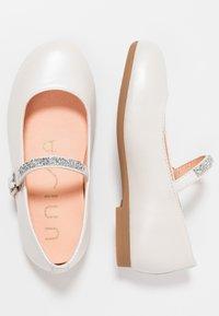 Unisa - CLERVY - Riemchenballerina - silk bone - 0