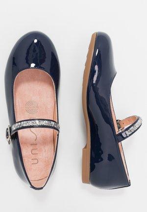 CLERVY - Ankle strap ballet pumps - ocean