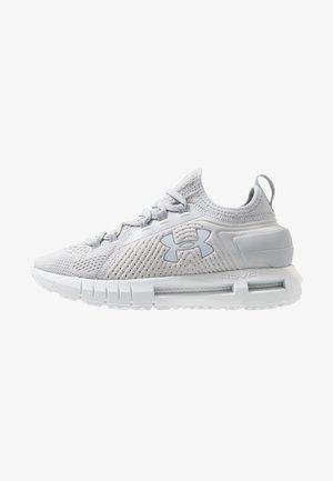 HOVR PHANTOM SE - Neutrální běžecké boty - halo gray/mod gray/reflective