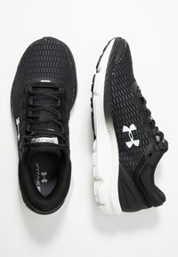 Under Armour - CHARGED INTAKE  - Obuwie do biegania treningowe - black/white - 1