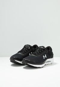 Under Armour - CHARGED INTAKE  - Obuwie do biegania treningowe - black/white - 2