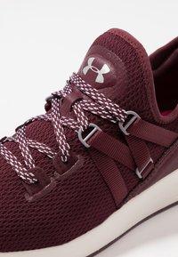 Under Armour - W BREATHE TRAINER - Sports shoes - dark maroon/metallic blush - 5