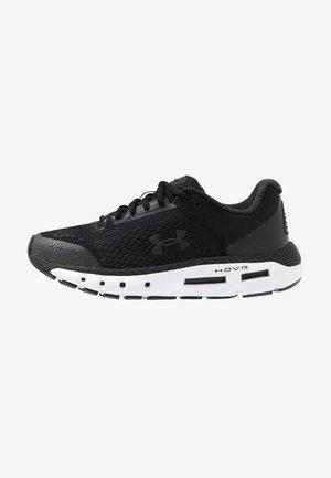 HOVR INFINITE - Obuwie do biegania treningowe - black/white