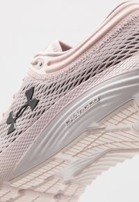Under Armour - CHARGED BANDIT 5 - Neutral running shoes - dash pink/french gray/jet gray - 5