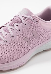 Under Armour - Charged Escape 3 - Gym- & träningskor - pink fog/halo gray - 5