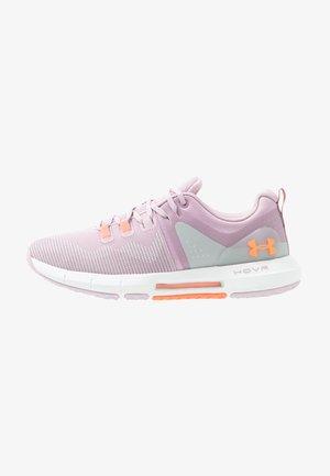 HOVR RISE - Scarpe da fitness - pink fog/white/peach plasma
