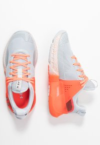 Under Armour - HOVR APEX - Sports shoes - halo gray/black - 1