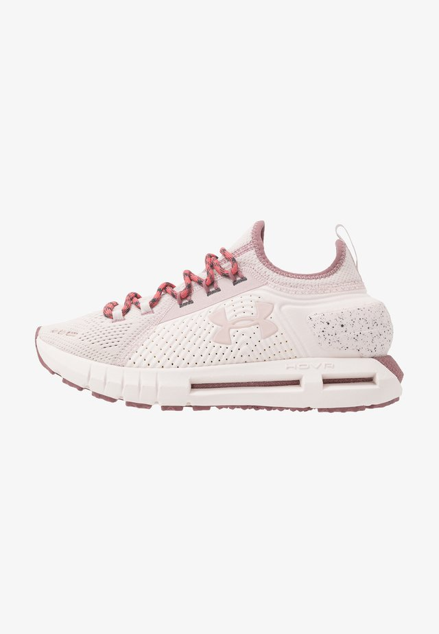 HOVR PHANTOM SE TREK - Zapatillas de running neutras - french gray/hushed pink