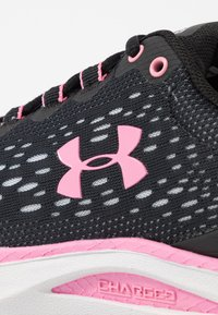 Under Armour - CHARGED INTAKE 4 - Neutral running shoes - black/halo gray/lipstick - 5