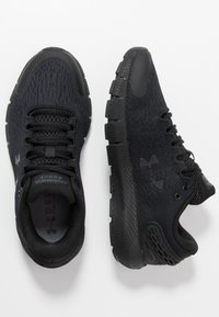 Under Armour - UA W CHARGED ROGUE 2-BLK - Neutral running shoes - black - 1