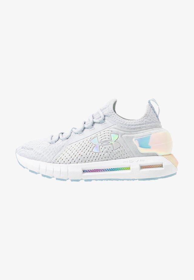 HOVR PHANTOM - Chaussures de running neutres - halo gray