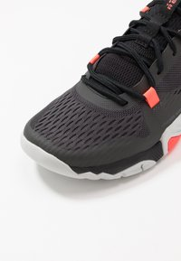 Under Armour - TRIBASE REIGN 2 - Sports shoes - jet gray/black/beta - 5