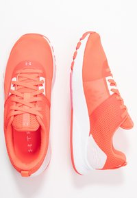 Under Armour - TRIBASE EDGE TRAINER - Sports shoes - beta/halo gray/lipstick - 1