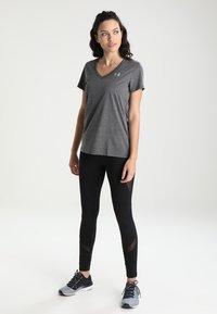 Under Armour - TECH - Basic T-shirt - carbon heather/metallic silver - 1