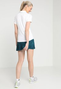 Under Armour - ZINGER SHORT SLEEVE - Camiseta de deporte - white - 2