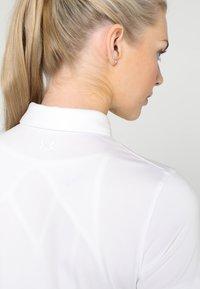 Under Armour - ZINGER SHORT SLEEVE - Camiseta de deporte - white - 4