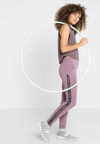 Under Armour - WHISPERLIGHT MUSCLE TANK - Sportshirt - ash taupe/impulse pink - 1