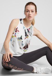 Under Armour - RUN TIE BACK TANK - Camiseta de deporte - onyx white - 1