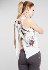 Under Armour - RUN TIE BACK TANK - Camiseta de deporte - onyx white - 2