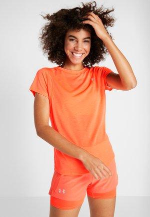 STREAKER - T-shirts - peach plasma/reflective