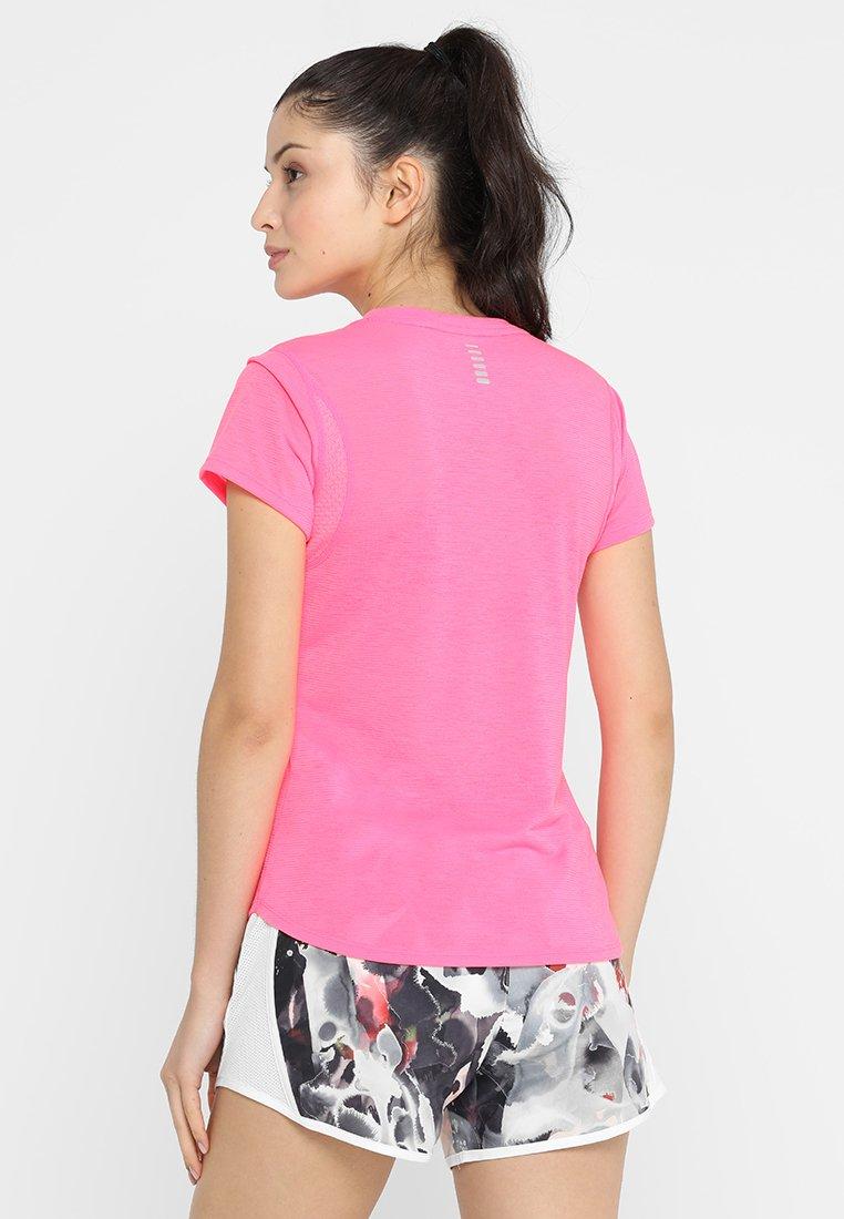 Under Armour STREAKER - T-shirts - mojo pink/mojo pink/reflective
