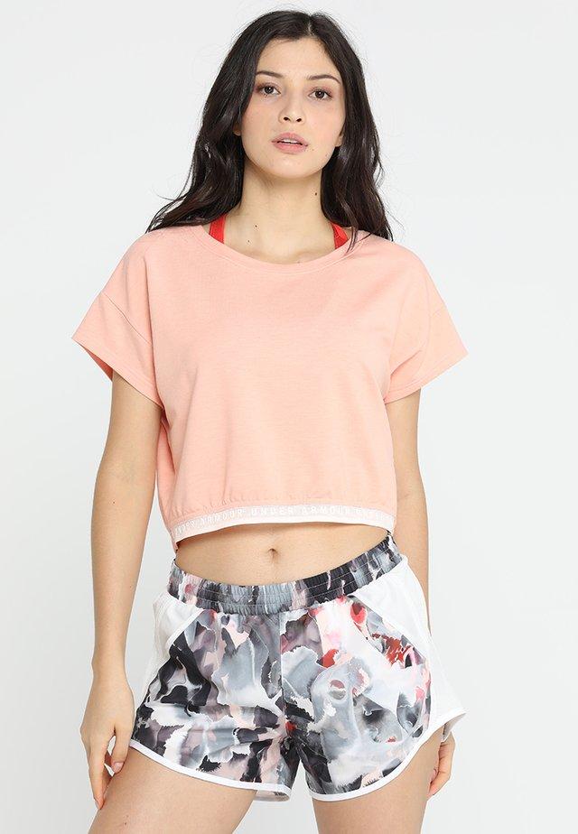 FEATHERWEIGHT CROP - T-shirt con stampa - orange dream/tonal