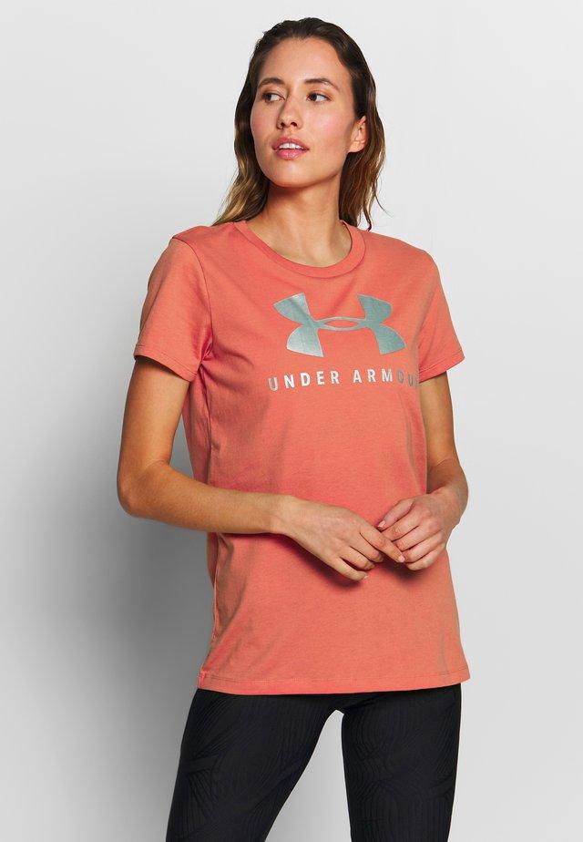 GRAPHIC SPORTSTYLE CLASSIC CREW - Triko spotiskem - blush orange/iridescent