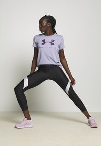 Under Armour - GRAPHIC SPORTSTYLE CLASSIC CREW - Printtipaita - level purple - 1