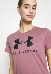 Under Armour - GRAPHIC SPORTSTYLE CLASSIC CREW - T-shirt imprimé - pink fog - 4