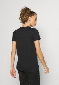 Under Armour - GRAPHIC SPORTSTYLE CLASSIC CREW - Print T-shirt - black/lipstick - 2