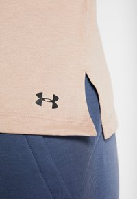 Under Armour - GRAPHIC EMPOWER MUSCLE TANK - Koszulka sportowa - blush beige medium heather/black - 6