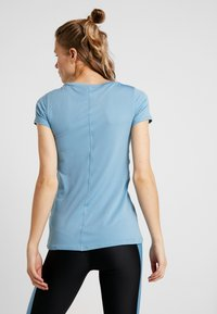 Under Armour - T-shirts - blu - 2