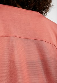 Under Armour - WHISPERLIGHT - Print T-shirt - fractal pink/metallic silver - 5