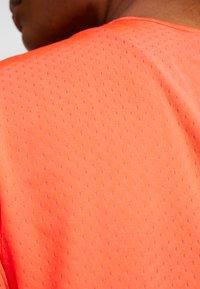 Under Armour - SPORT - T-shirts basic - beta red/metallic silver - 6