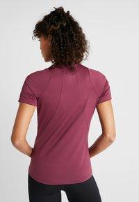 Under Armour - RUSH  - T-shirt basique - mauve - 2