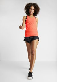 Under Armour - PERPETUAL FITTED TANK - Top - peach plasma/metallic cristal gold - 1