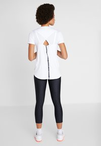 Under Armour - SPORT CROSSBACK - T-shirt print - white/black - 2