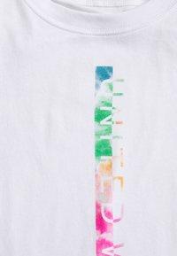 Under Armour - PRIDE FASHION GRAPHIC TANK - Camiseta de deporte - white - 2