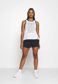 Under Armour - GRAPHIC LIVE - Sports shirt - white/black - 1