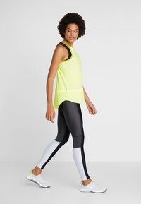 Under Armour - SPORT TANK - T-shirt sportiva - x-ray/hushed green - 1