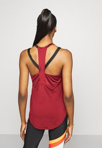 Under Armour - SPORT 2 STRAP TANK - Camiseta de deporte - cinna red - 2