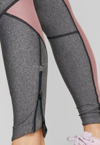 Under Armour - FLY FAST - Legging - black light heather/hushed pink - 7