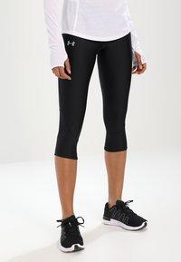 Under Armour - FLY FAST CAPRI - 3/4 sportovní kalhoty - black - 0