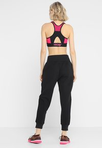 Under Armour - UNSTOPPABLE MOVE LIGHT REACTOR PANT - Tracksuit bottoms - black - 2