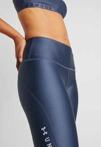 Under Armour - ANKLE CROP GRAPHIC - Tights - downpour gray/metallic silver - 3